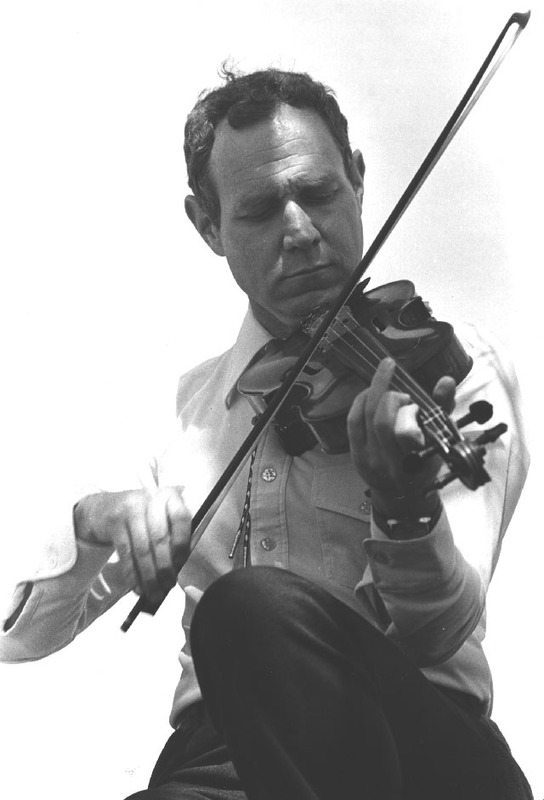 http://www2.lib.unc.edu/wilson/sfc/fiddlers/Images_Final/Photographs/P-4545_640.jpg