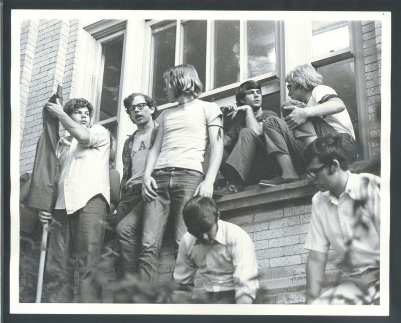 Students crowd Hill Hall after the Kent State shootings