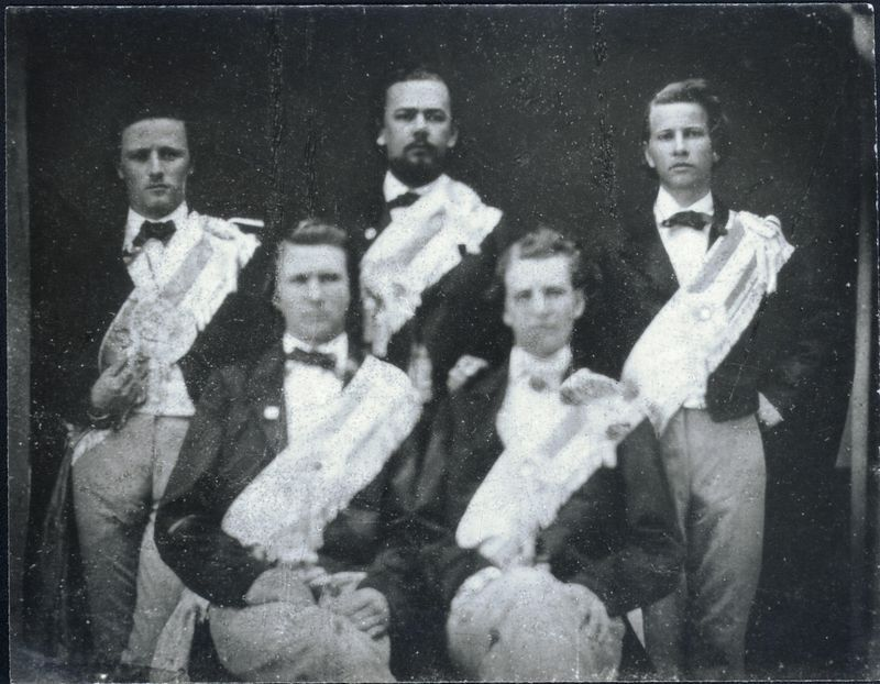 http://www2.lib.unc.edu/mss/exhibits/patriotism/Images/Large/UNCMarshalls1861.jpg