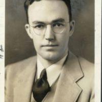 http://www2.lib.unc.edu/mss/exhibits/patriotism/Images/Large/JMaryonSpikeSaundersca1940s.jpg